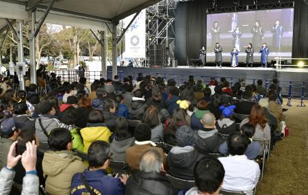 都立井の頭公園に開設された「ライブサイト」のオープニングイベント=10日午前、東京都三鷹市