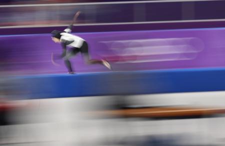 女子500メートル 滑走する小平奈緒=江陵(共同)