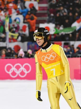 平昌冬季五輪のスキー・ジャンプ男子団体戦に出場し、1回目の飛躍を終えた葛西紀明。8度目の五輪の最後の種目となった=19日、韓国・平昌(共同)