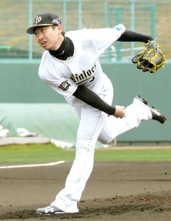 シート打撃で今キャンプ初めて打者と対戦したオリックス・金子=宮崎