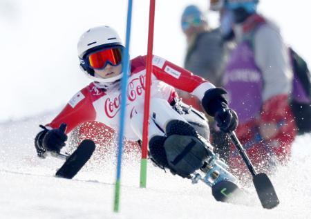 女子スーパー複合座位で銅メダルを獲得した村岡桃佳の後半・回転の滑走=平昌(共同)