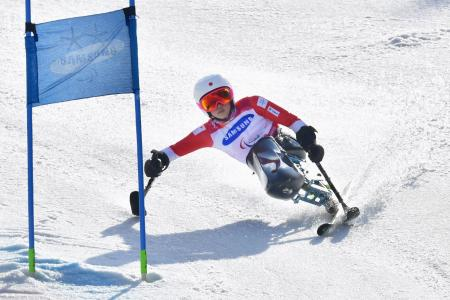 女子大回転座位 金メダルを獲得した村岡桃佳の2回目の滑走=平昌(共同)