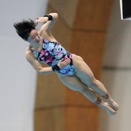 女子高飛び込みで3位に入った板橋美波=静岡県富士水泳場