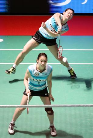 女子1回戦、ヨネックスに勝利した日本ユニシスの高橋礼(奥)、松友組=ゼビオアリーナ仙台