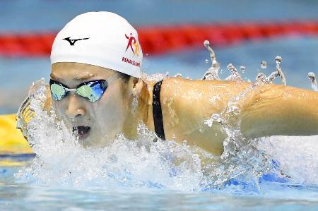 女子100メートルバタフライ準決勝 56秒58の日本新をマークし決勝進出を決めた池江璃花子=東京辰巳国際水泳場