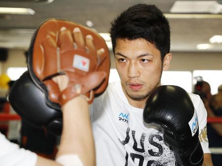 練習を公開したWBAミドル級王者の村田諒太=東京都新宿区の帝拳ジム