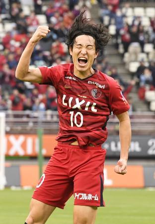 鹿島―名古屋 後半、2点目のゴールを決め大喜びの鹿島・金崎=カシマ