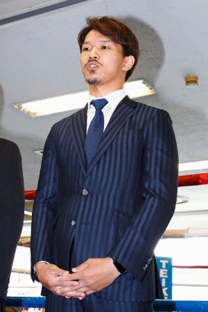 ドーピング問題で取材に応じる、昨年12月の試合でIBFスーパーフェザー級王座に就いた尾川堅一選手=19日午後、東京都新宿区の帝拳ジム