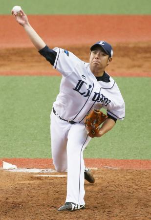 6回2失点で、移籍後初勝利を飾った西武・高木勇=メットライフドーム
