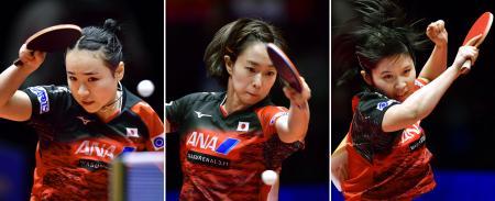 卓球の世界選手権団体戦女子準々決勝でプレーする(左から)伊藤美誠、石川佳純、平野美宇。ウクライナを破り3大会連続の銅メダル以上が確定した=3日、スウェーデン・ハルムスタード(共同)