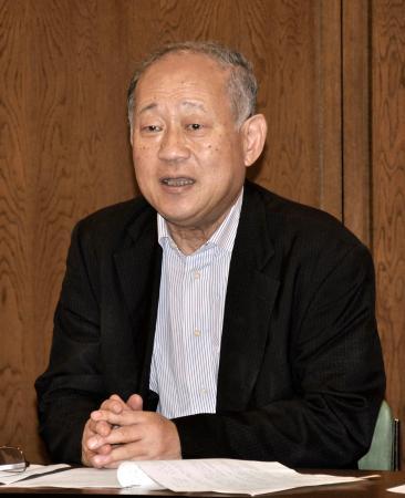 「高校野球200年構想」の事業内容について、記者会見する日本高野連の八田英二会長=16日、大阪市