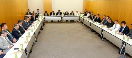 東京都内で開かれた日本レスリング協会の臨時理事会=20日午後