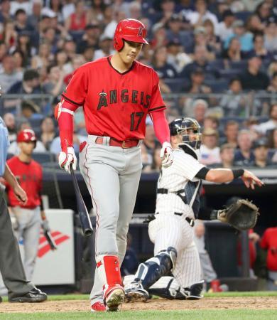ヤンキース戦の3回、押し出し四球を選んだエンゼルス・大谷=ニューヨーク(共同)