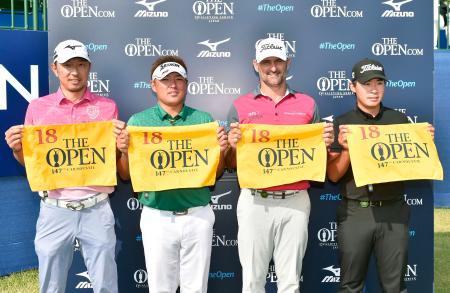 全英オープン選手権の出場権を獲得した(左から)小林正則、秋吉翔太、マイケル・ヘンドリー、川村昌弘=ザ・ロイヤルGC