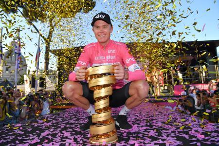 自転車のジロ・ディタリアで総合優勝を喜ぶクリストファー・フルーム=ローマ(ゲッティ=共同)
