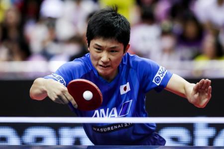 卓球の中国オープン、1回戦でロンドン五輪金メダルの張継科を破った張本智和=1日、深セン(ゲッティ=共同)