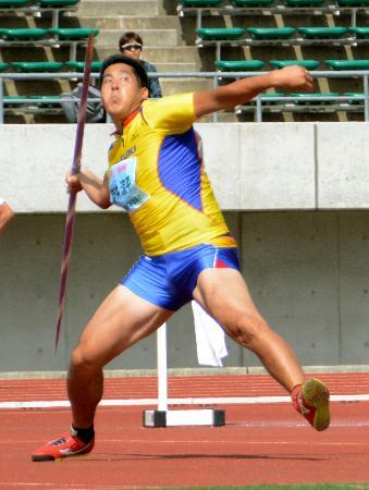 男子やり投げ 大会新記録の80メートル60をマークして優勝した新井涼平=維新みらいふスタジアム