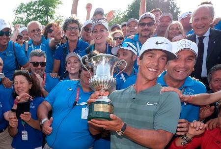 男子ゴルフのイタリア・オープンで優勝し、ツアー通算5勝目を挙げたトービヨン・オルセン=3日、ブレシャ(AP=共同)