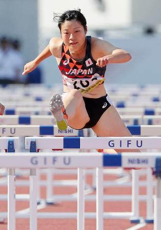女子100メートル障害決勝 大会タイ記録の13秒45で優勝した吉田唯莉=岐阜長良川競技場