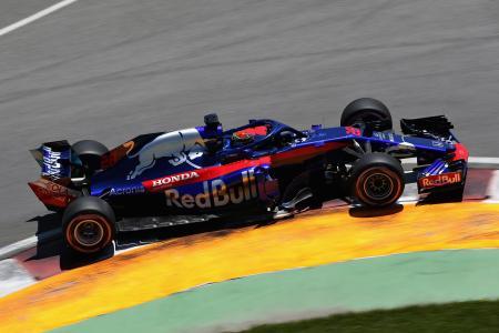 F1カナダGPの予選で走行するトロロッソ・ホンダのブレンドン・ハートレー=9日、モントリオール(ゲッティ=共同)