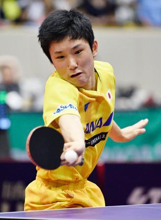 男子シングルスで優勝した張本智和=北九州市立総合体育館