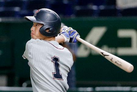 奈良学園大―立命大 5回、立命大・辰己が勝ち越しとなる2点二塁打を放つ=東京ドーム