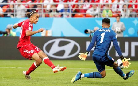 ペルー―デンマーク 後半、先制ゴールを決めるデンマークのポールセン=サランスク(ロイター=共同)