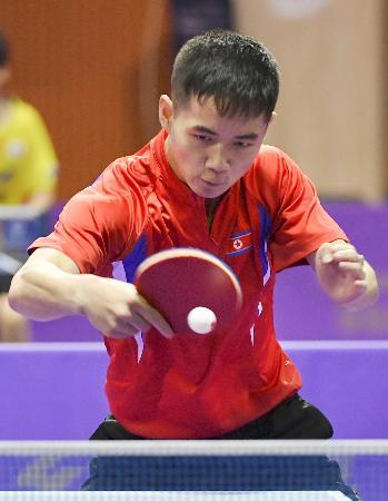 17日、卓球の韓国オープン予選に出場した北朝鮮の選手=大田(共同)