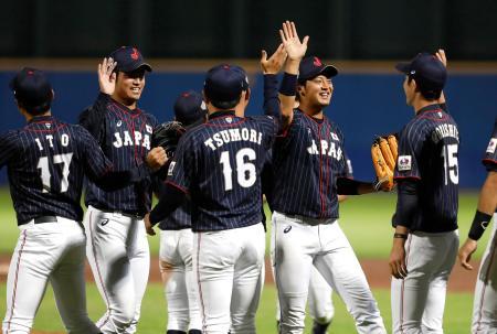 オランダに勝利し、喜ぶ日本の選手たち=18日、オランダ・ハーレム(ゲッティ=共同)