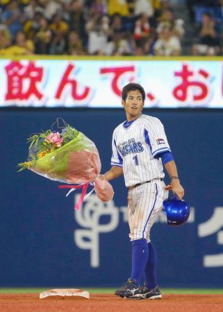 8回、二塁打を放ち、サイクル安打を達成したDeNA・桑原=横浜