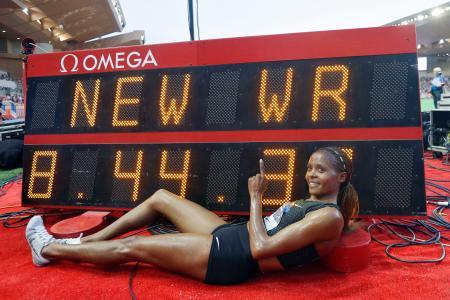 陸上のダイヤモンドリーグ女子3000メートル障害で世界新を樹立したケニアのチェプコエチ=モナコ(AP=共同)