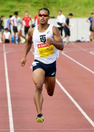 男子400メートル 46秒17で優勝したウォルシュ・ジュリアン=慶大日吉陸上競技場