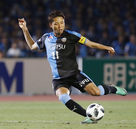 川崎―長崎 後半、ゴールを決める川崎・小林=等々力
