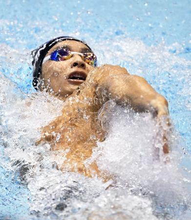 男子200メートル背泳ぎ決勝 2位に入った入江陵介=東京辰巳国際水泳場