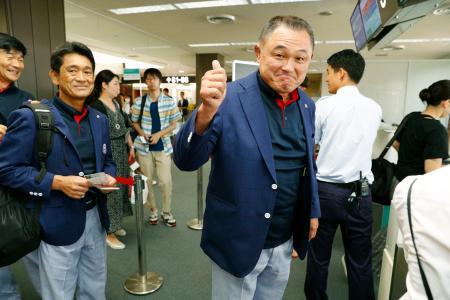 ジャカルタ・アジア大会へ向け出発する山下泰裕団長ら=14日午前、成田空港