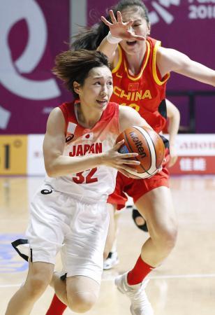 日本―中国 第1クオーター、攻め込む宮崎=ジャカルタ(共同)