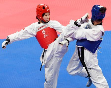 女子49キロ級準決勝 ウズベキスタン選手と対戦する山田美諭=ジャカルタ(共同)