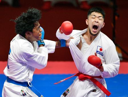 男子組手67キロ級2回戦 スリランカ選手を攻める篠原浩人=ジャカルタ(共同)