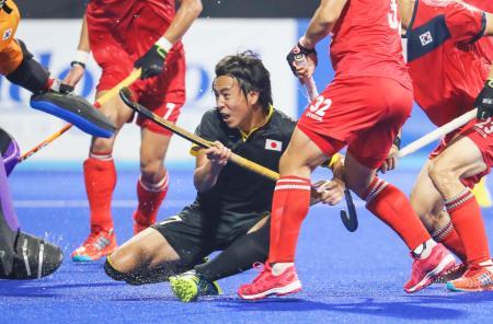 日本―韓国 第4クオーター、3点目のゴールを決める村田=ジャカルタ(共同)