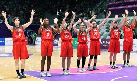 3位決定戦で台湾に勝利し銅メダルを獲得したバスケットボール女子日本チーム=ジャカルタ(共同)