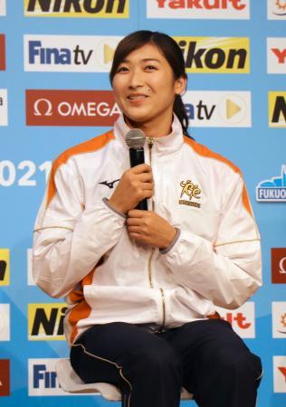 東京都内で記者会見する競泳の池江璃花子=4日午後