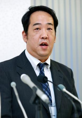 日本ボクシング連盟の新会長に選出され、取材に応じる内田貞信氏=8日午後、東京都内