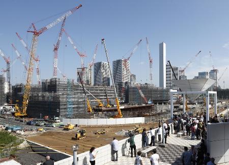 2020年東京五輪・パラリンピックに向け建設中の選手村=9月5日、東京都中央区