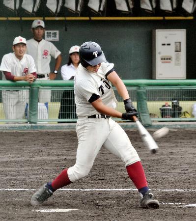秋季大阪大会の1回戦で、2本塁打を含む7打点と大暴れした大阪桐蔭・西野=豊中ローズ球場