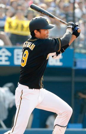 3回阪神1死、藤浪が左越えに満塁本塁打を放つ=横浜