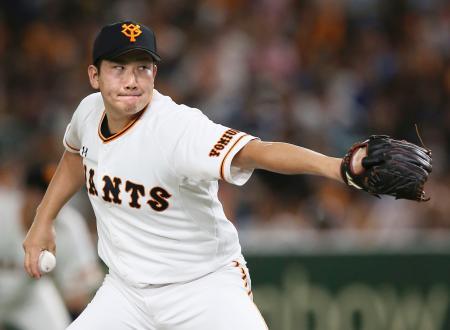 今季6度目の完封で13勝目を挙げた巨人・菅野=東京ドーム