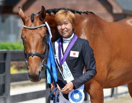 パラ馬術自由演技で銅メダルを獲得した中村公子=トライオン(日本馬術連盟提供・共同)