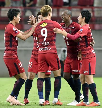 鹿島―広島 延長前半、ゴールを決め、喜ぶレオシルバ(右から2人目)ら鹿島イレブン=カシマ