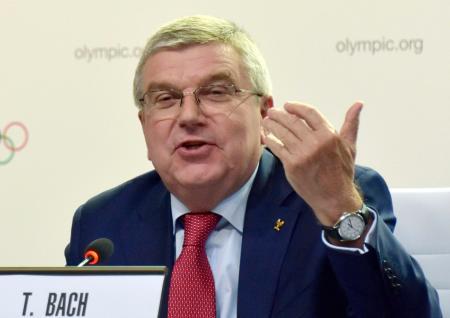 IOCの理事会後に記者会見するバッハ会長=4日、ブエノスアイレス(共同)