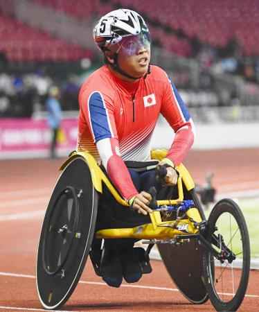 男子800メートル(車いすT52)決勝 優勝した佐藤友祈=ジャカルタ(共同)